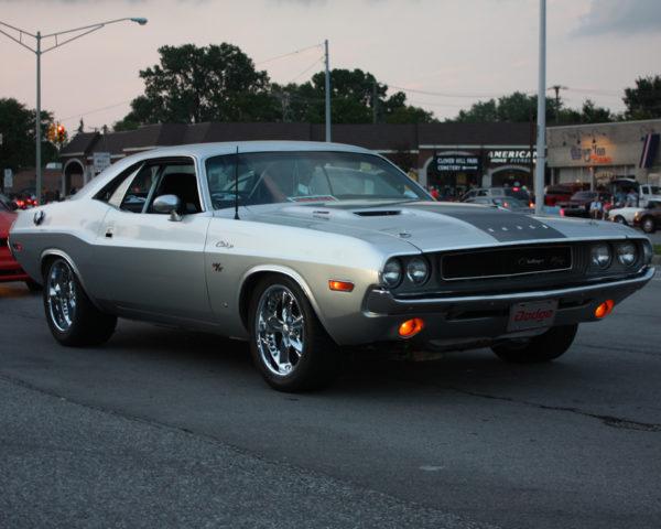 автомобиль Challenger